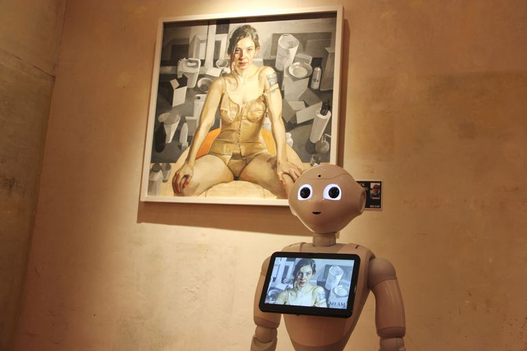La innovación de Pepper fue puesta en marcha en una muestra de arte femenino contemporáneo que inauguró el Meam