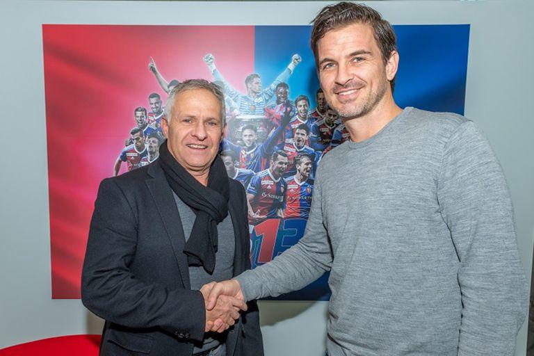 Con Ruedi Zbinden, director deportivo del FC Basilea, a fines del 2019, cuando Franco entró en funciones.