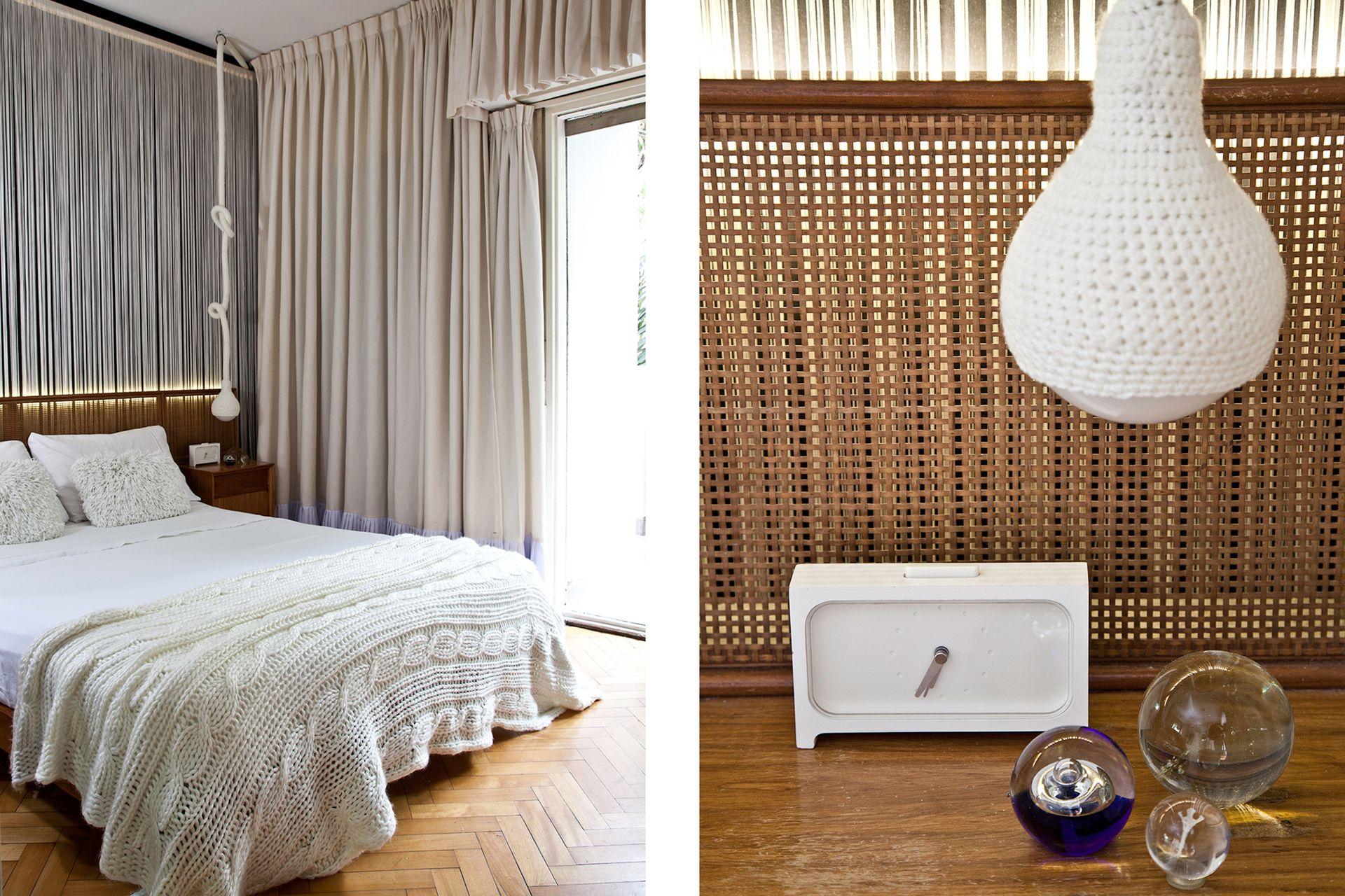 Lámpara que tejió la mamá de un amigo y cama de los 60 con respaldo de esterilla que genera un simpático efecto 3D junto con la cortina de flecos.