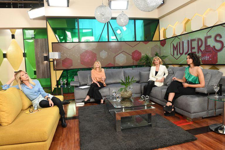 Claudia Fontán, Solita Silveyra, Teté Coustarot, Jimena Grandinetti (las cuatro en el primer programa de Mujeres en eltrece) y Roxy Vázquez se reunirán por primera vez en el piso el próximo lunes
