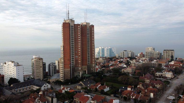 El emblemático Torres de Manantiales ya no brindará servicio hotelero