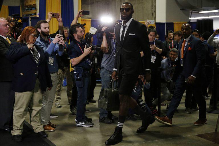 Estilo LeBron: así llegó James al Oracle Arena, en Oakland
