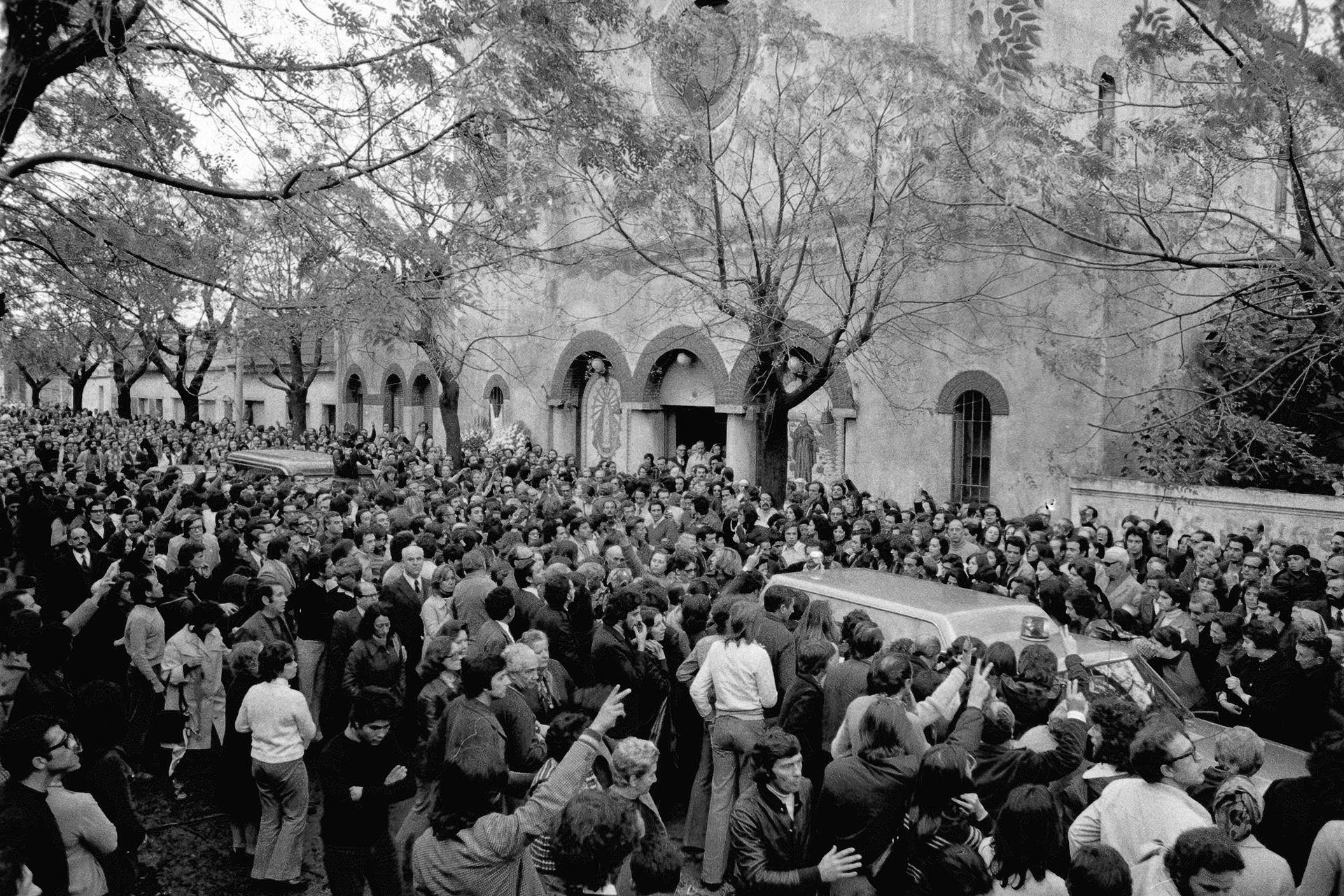 El domingo 12 de mayo, una multitud de acercó a la iglesia San Francisco Solano para despedir al padre Mugica