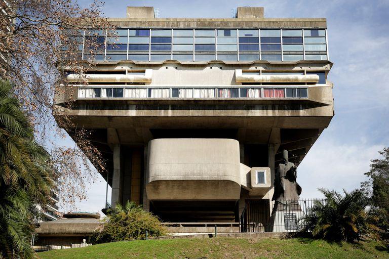 La Biblioteca Nacional fue inaugurada en 1992 en base a un proyecto del arquitecto Clorindo Testa