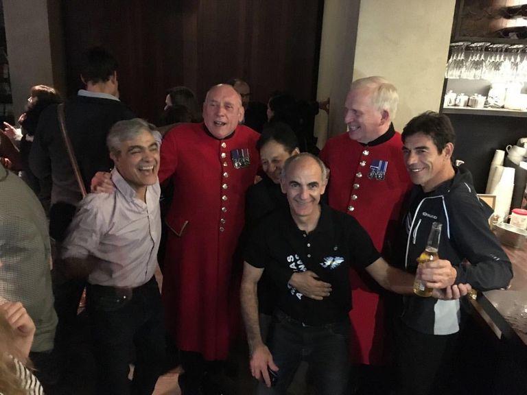 Luego de una función en Londres, veteranos de la Segunda Guerra Mundial junto a los veteranos, ingleses y argentinos de la Guerra por las Malvinas
