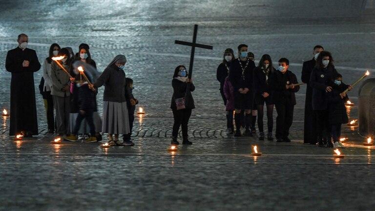El grupo de chicos que participó en el Vía Crucis