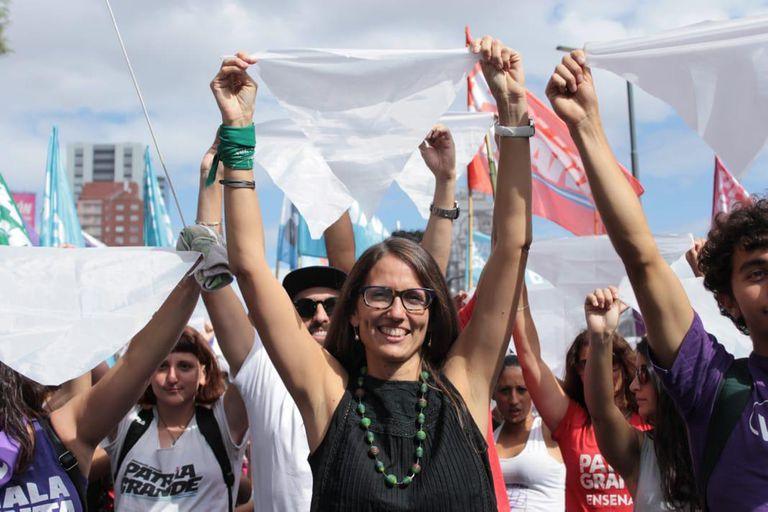 """Militante de Mala Junta, un espacio de Patria Grande, Gómez Alcorta se define como """"feminista y luchadora por el aborto legal, seguro y gratuito"""""""