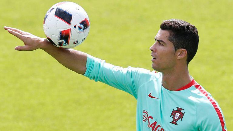 """Historias mínimas para conocer mejor a Cristiano Ronaldo, el """"hijo no deseado"""""""
