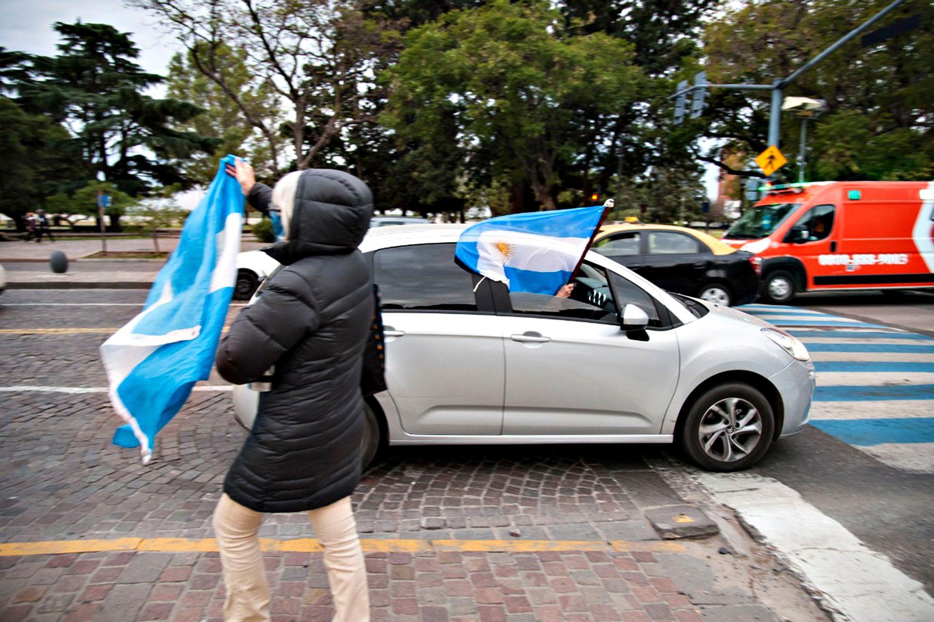 Muy poca convocatoria en la ciudad de Rosario para la marcha contra la cuarentena