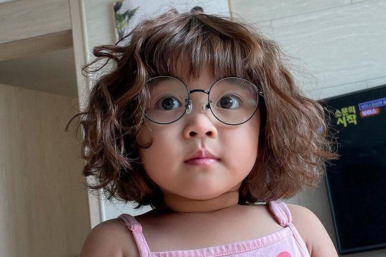 Adiós a los stickers de Rohee, la niña coreana que hace caritas, por pedido de los padres