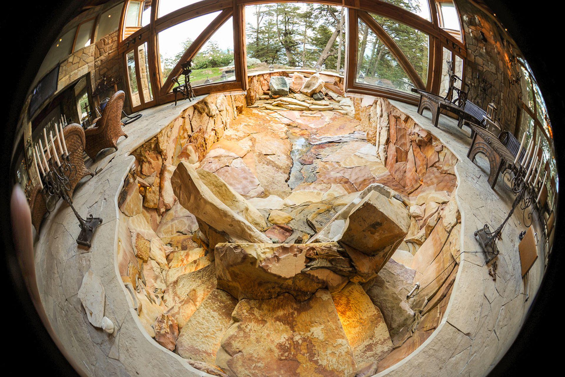 En un spa de Villa La Angostura Marchesi creó una piscina con seis jacuzzis que representa la riqueza de la tierra debajo de nuestros pies.
