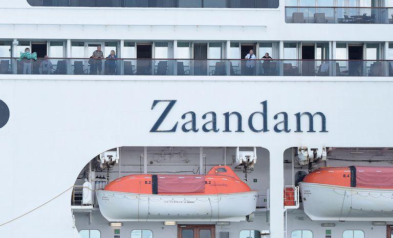 El crucero Zaandam tiene cerca de 1300 personas a bordo desde el 8 de marzo cuando salió de Buenos Aires