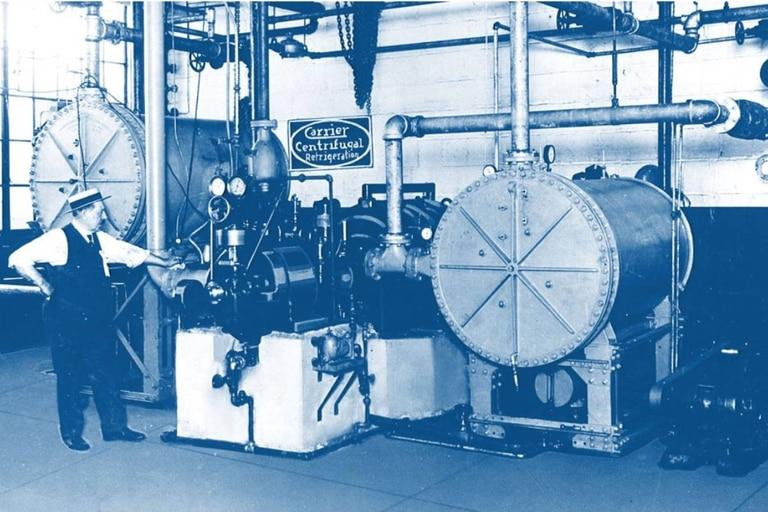 En 1922, Carrier desarrolló la máquina de refrigeración centrífuga, que permitió que las máquinas pudieran regfrigerar ambientes de grandes extensiones