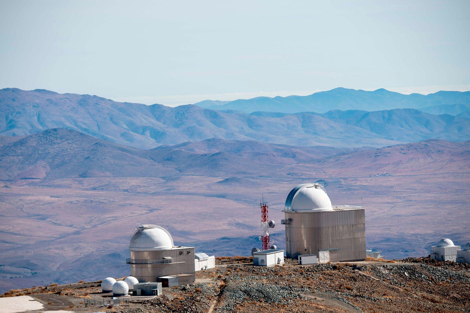 Al igual que otros observatorios de esta zona, La Silla se encuentra alejada de las fuentes de contaminación lumínica