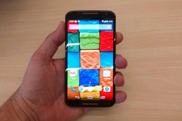 El nuevo Moto X tiene una pantalla Full HD de 5,2 pulgadas y parlantes al frente