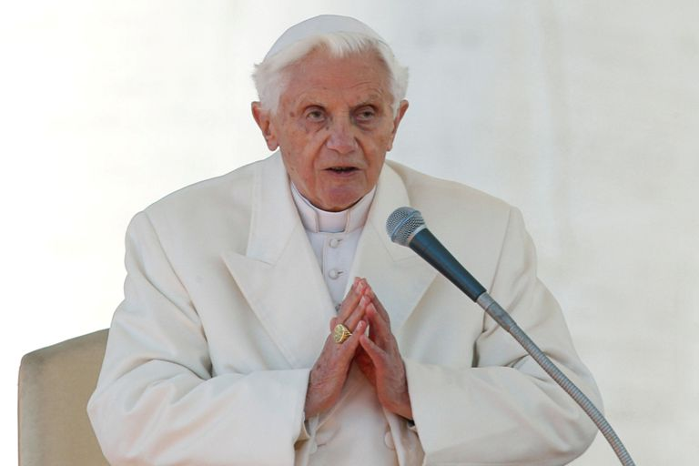 Intrigas vaticanas: Benedicto ordenó sacar su firma del libro sobre el celibato