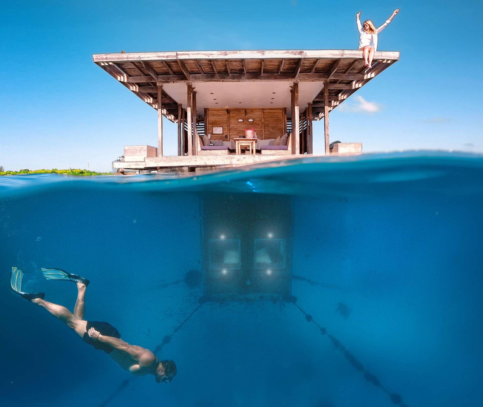 Manta, la propuesta de dormir en el fondo del mar, rodeado de cardúmenes.