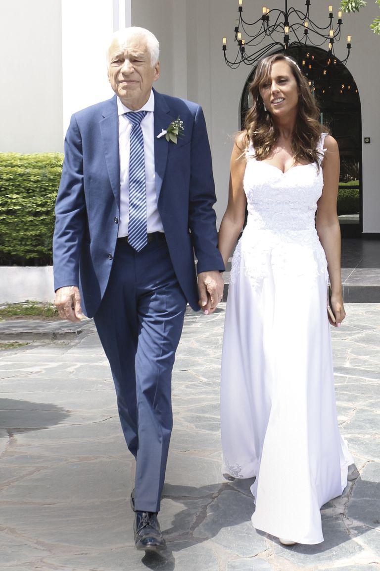 """El 8 de diciembre de 2019, Alberto Cormillot y Estefanía Pasquini dieron """"el sí, quiero"""", en una íntima ceremonia celebrada en Villa Devoto."""