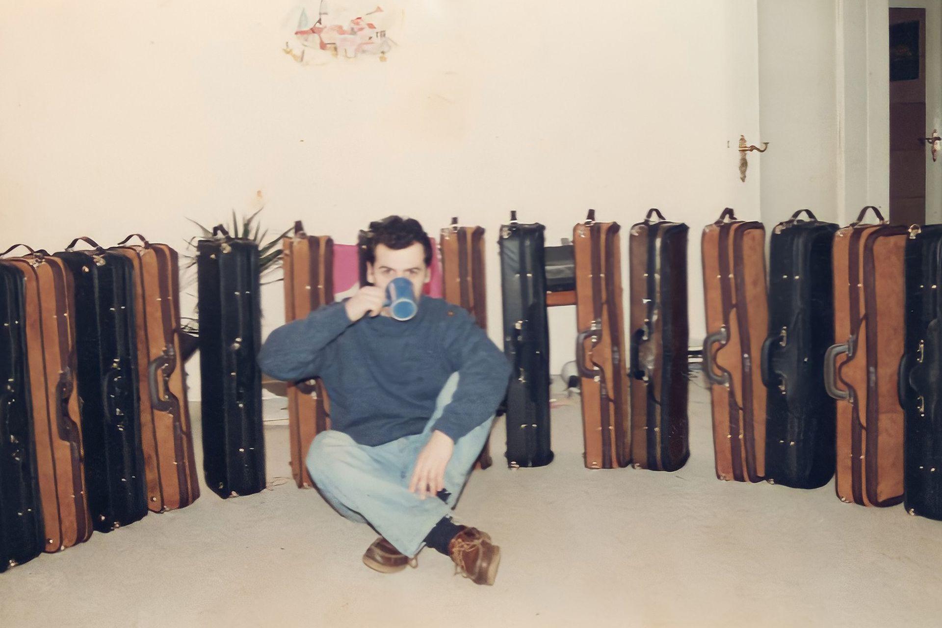 Luis Negri, en sus comienzos, como diseñador de estuches de violín.