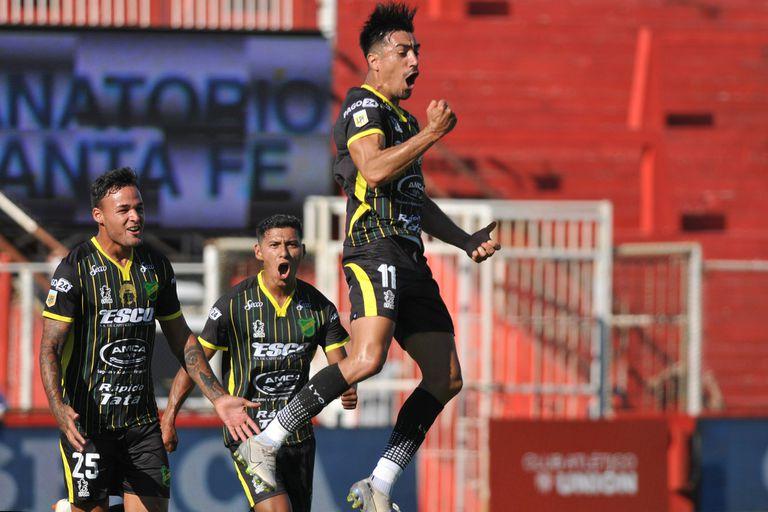 Defensa derrotó 3-1 a Unión y obtuvo su primer triunfo en la Copa Maradona
