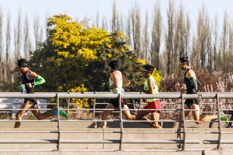 La unión de dos ríos y muchas historias: la media maratón de Neuquén por dentro