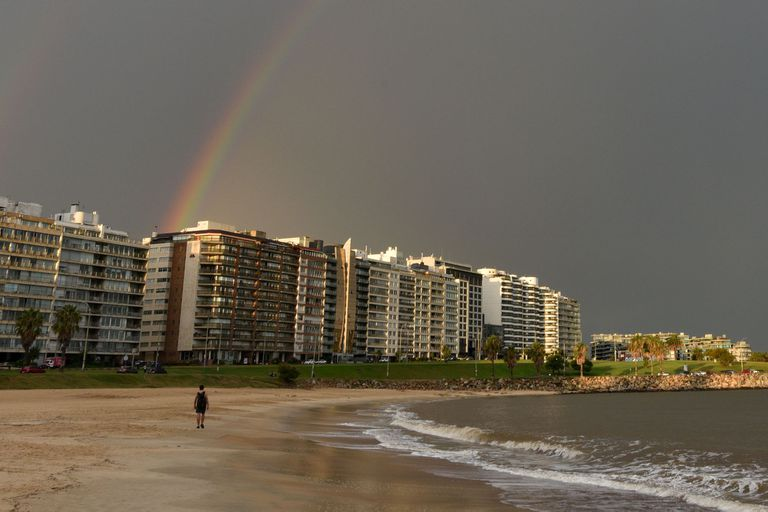 La playa de Pocitos en Montevideo
