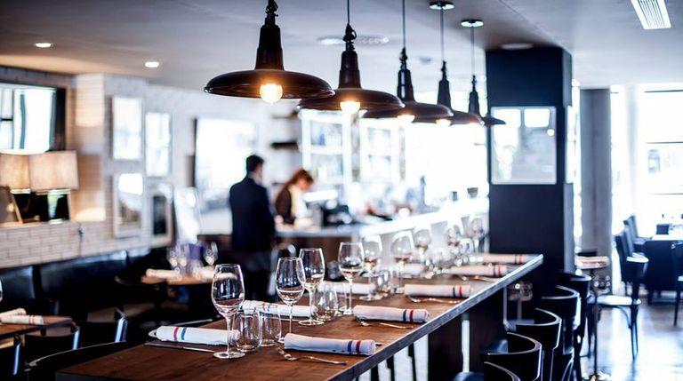 El salón de Sexto Brasserie también es apto para hambuguesas. Gentileza del restaurante.