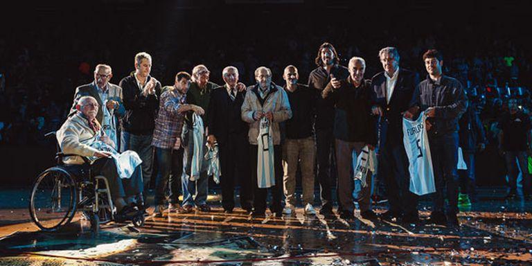 La emotiva ceremonia con los campeones del ''50