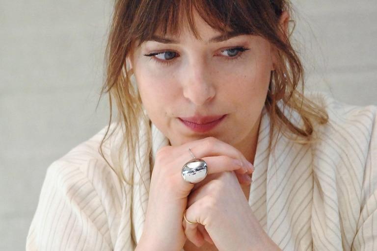 Dakota Johnson reconoció que no la pasó bien en su último rodaje