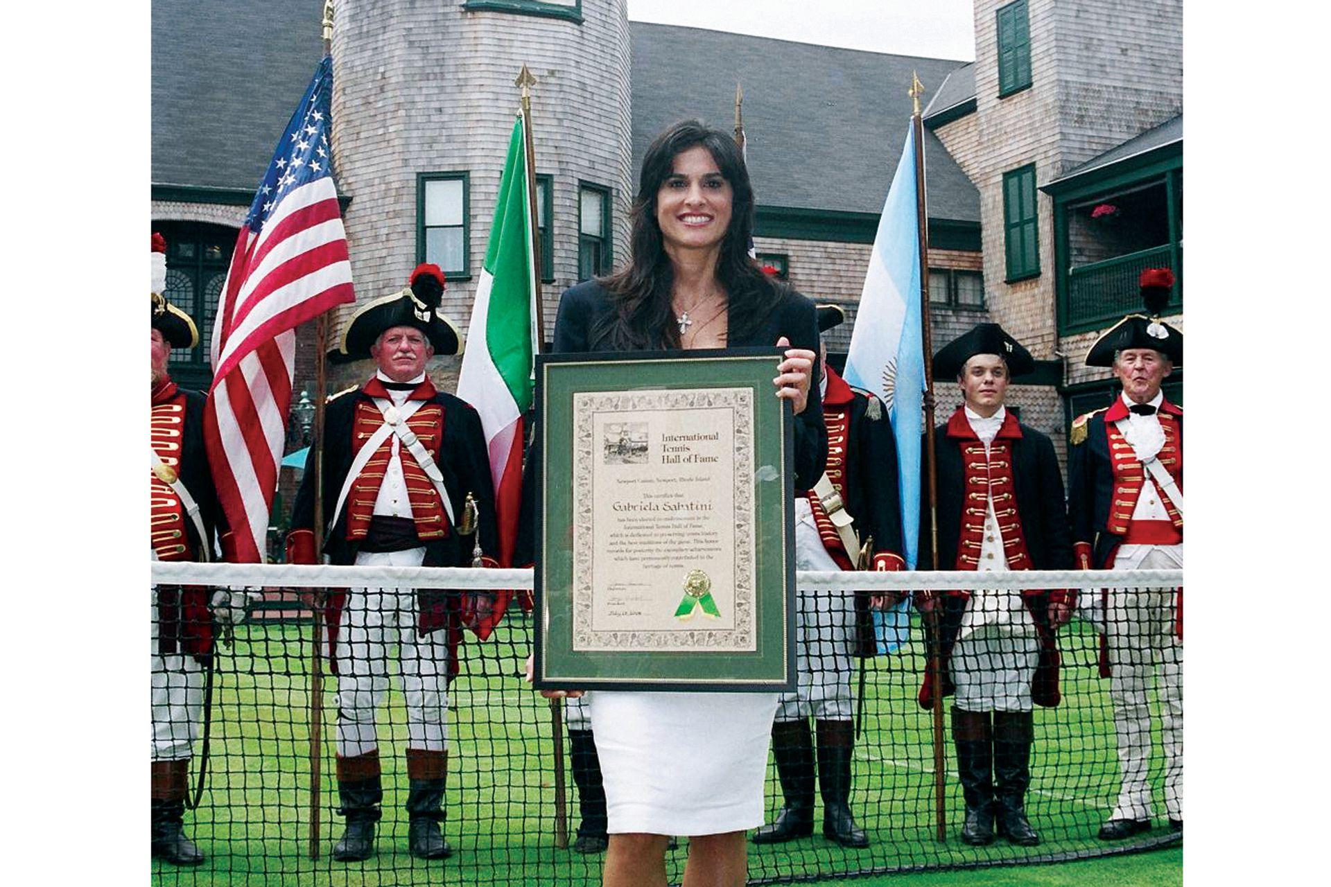 En 2006, camino a los 40 años, Sabatini ingresó en el Salón de la Fama del tenis, en Newport. Sólo ella y Guillermo Vilas son los argentinos allí galardonados.
