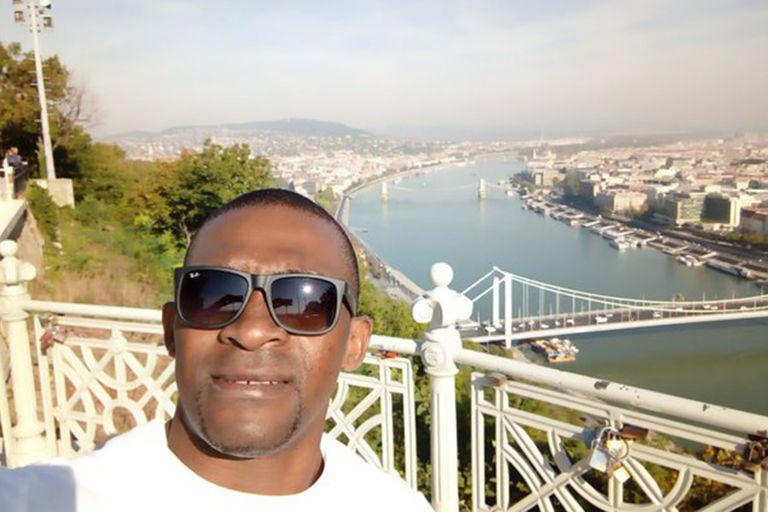 Eric Moussambani hoy, con 42 años: es seleccionador de natación de Guinea Ecuatorial