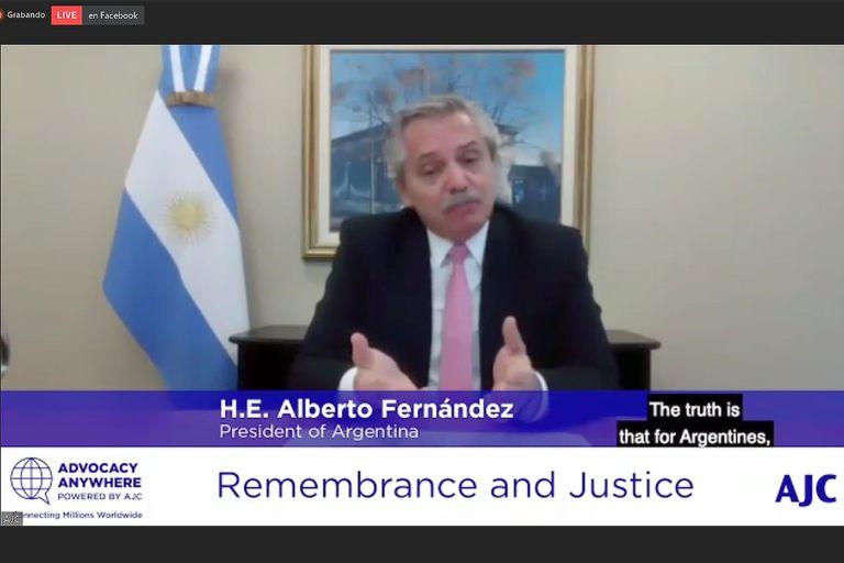 """En 2015, Alberto Fernández sostenía que Cristina Kirchner había impulsado el pacto con Irán para encubrir el atentado a la AMIA. Hoy dice que fue """"un intento por destrabar y encontrar una solución""""."""