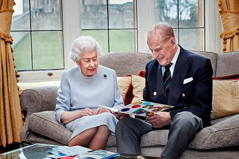 Si bien se estima que la mayoría de la fortuna heredada fue a parar a las arcas de la reina, una parte se destinó a tres ayudantes de Felipe y a sus ocho nietos