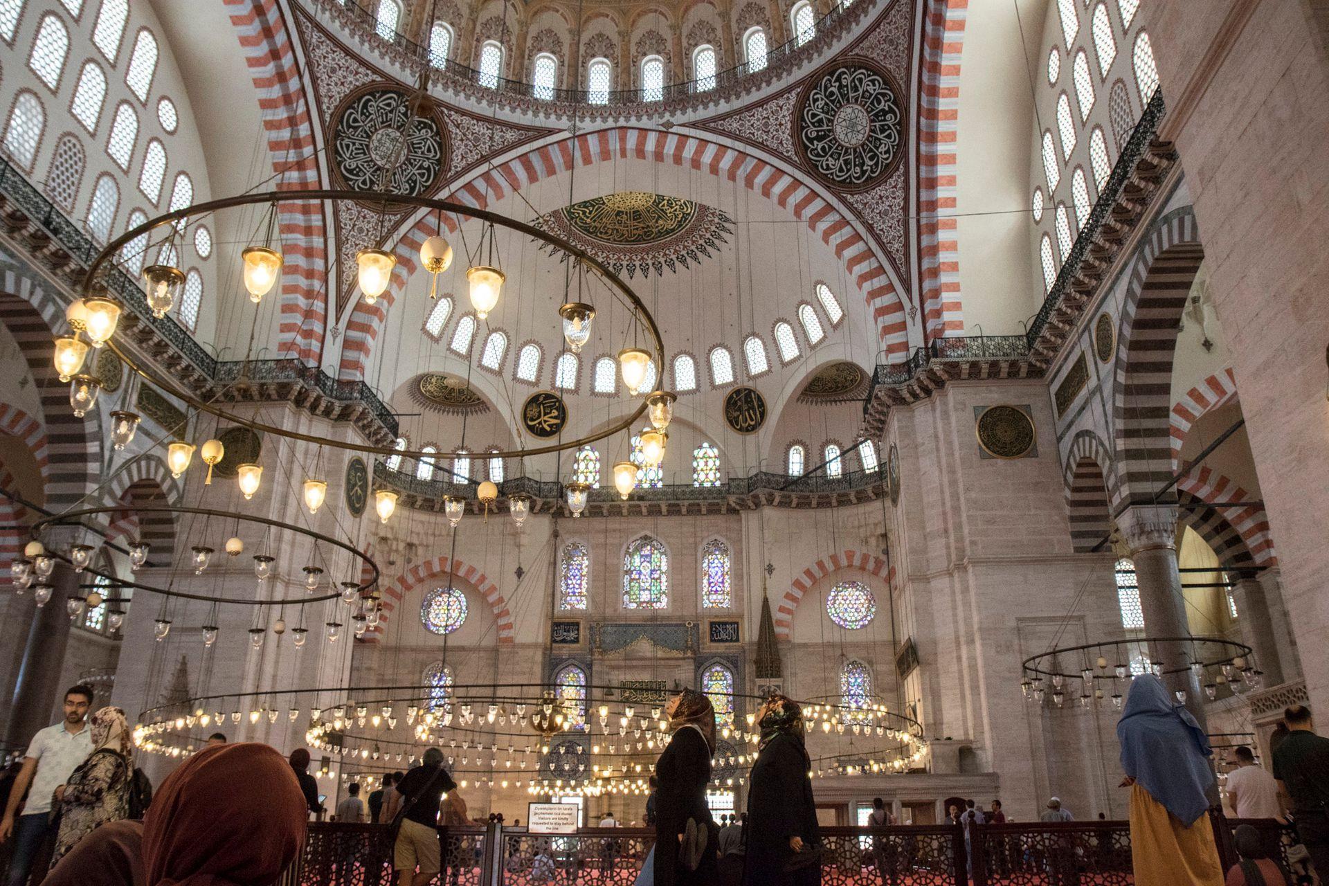 La Mezquita de Solimán. Hasta que se construyó la inmensa mezquita de Camlica en 2016, esta era la más grande de la ciudad.