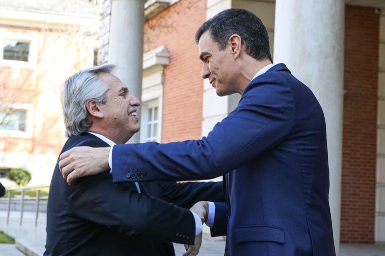Alberto Fernández y Pedro Sánchez, en el Palacio de la Moncloa
