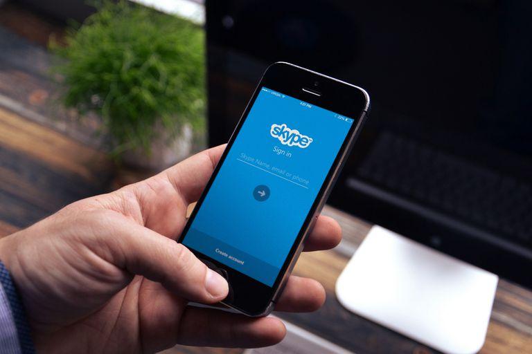 El servicio de traducción simultánea de Skype, propiedad de Microsoft, fue mejorado con escuchas autorizadas, dijo la compañía