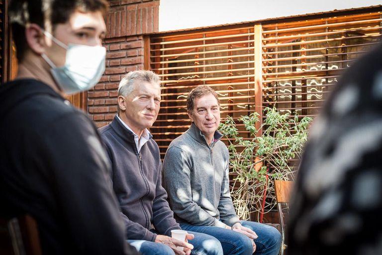Mauricio Macri junto a Diego Santilli en una actividad con padres en Tres de Febrero