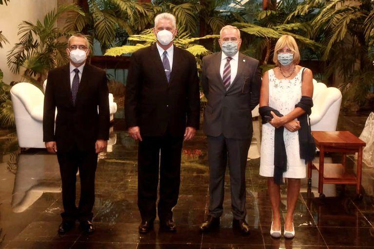 El Gobierno refuerza sus lazos con el régimen cubano y le aporta ayuda humanitaria