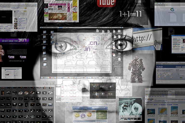 El Fear of Missing Out o FoMO (Miedo a quedarse afuera) es un tipo de angustia social que lleva al individuo a estar continuamente conectado a lo que los demás hacen y publican en las redes sociales