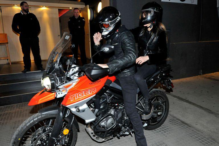 Facundo Arana y María Susini llegaron y se fueron juntos en moto