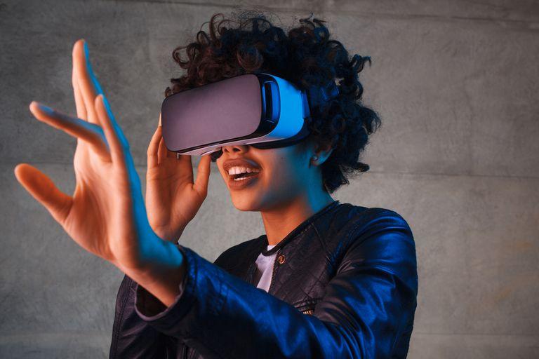 El prototipo de pantalla OLED de alta definición desarrollado por la Universidad de Stanford y Samsung busca mejorar la experiencia de uso de los visores de realidad virtual, que utilizan displays a unos pocos centímetros del rostro de los usuarios