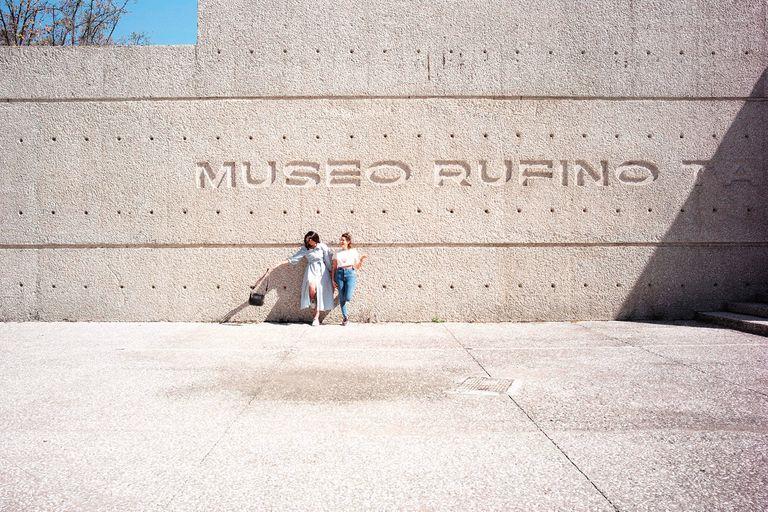 Explanada del Museo Rufino Tamayo, dedicado a presentar exposiciones de arte contemporáneo.