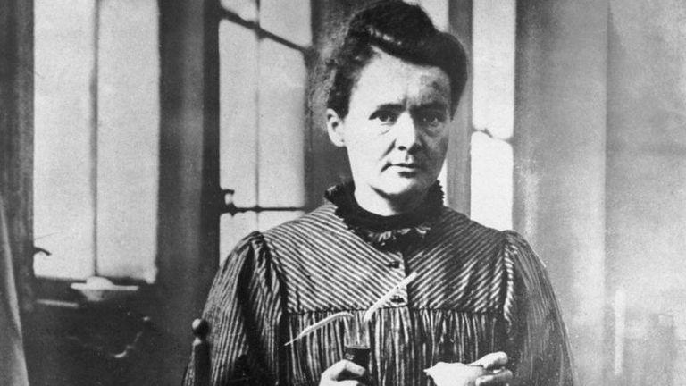 Marie Curie nació el 7 de noviembre de 1867 en Polonia. Su carrera científica la desarrolló en Francia