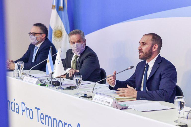 Los ministros Matías Kulfas, Felipe Solá y Martín Guzman, en la última reunión del Mercosur