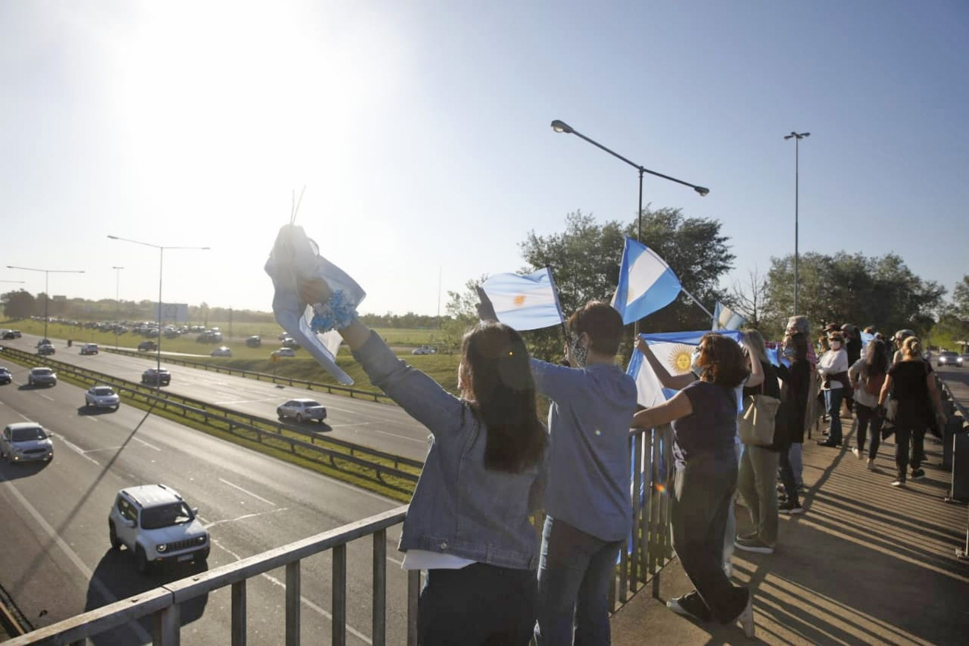 Manifestantes en Pilar a la altura del km 50