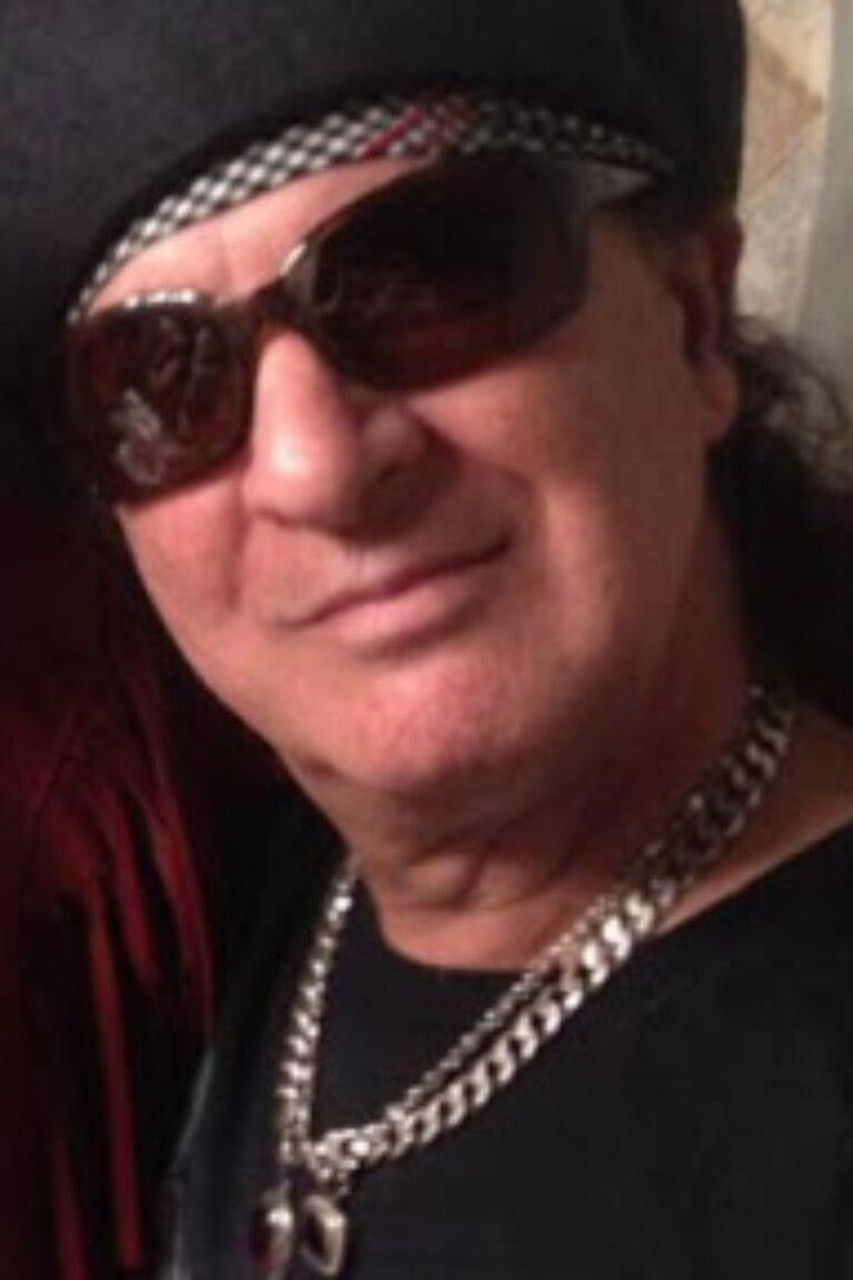 Sylvain Sylvain, guitarrista de una de las más influyentes bandas de principios de la década del setenta