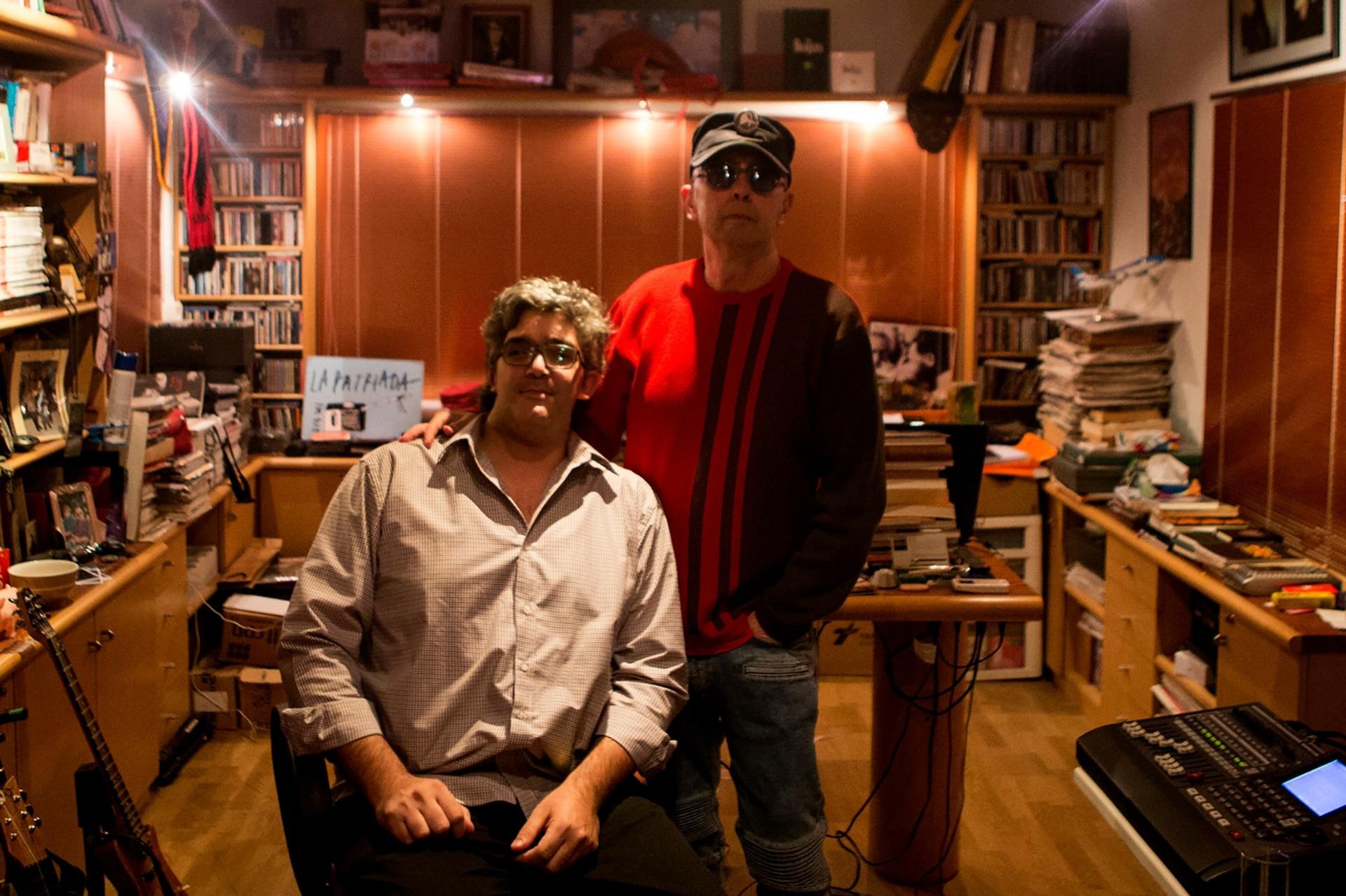 Indio Solari y Edgardo Andrés Kevorkian en el casi desconocido estudio que el músico montó en su residencia de Parque Leloir