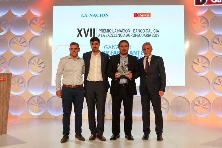Justo Herrou, de CNH industrial, con el premio a la empresa como Mejor Fabricante de Maquinaria Agrícola