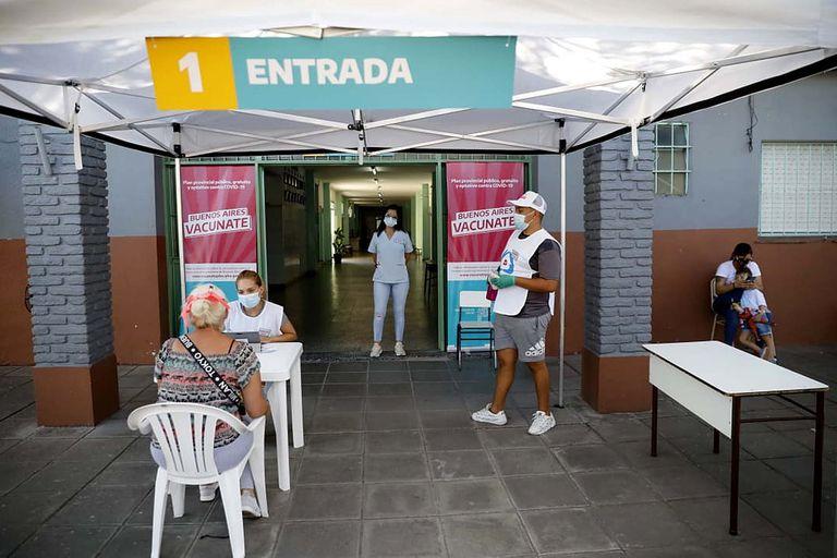 Disparidades: los distritos que más y menos vacunaron en el Gran Buenos Aires