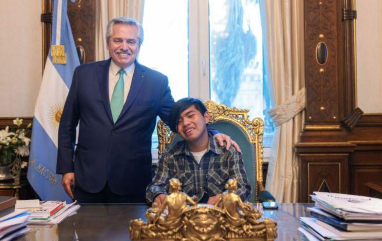 Quién es el joven wichi con quien se reunió Alberto Fernández